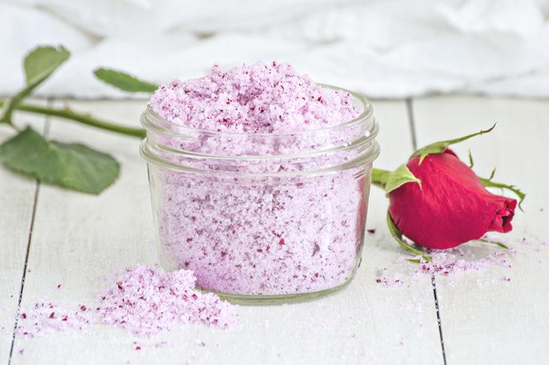 DIY rose petal srugar scrub (via homanathome.com)