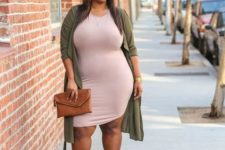 02 a blush knee bodycon dress, an olive grene duster, neutral shoes and a camel clutch