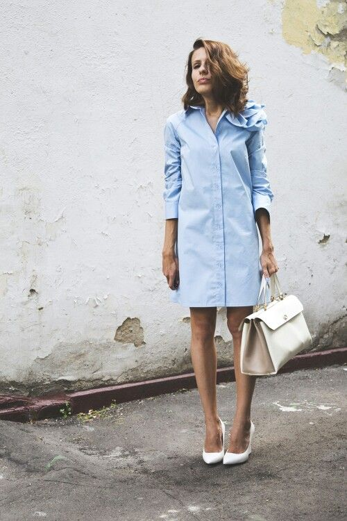 a blue shirtdress, a creamy bag and white shoes for a business outfit