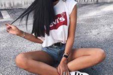 white t-shirt summer look