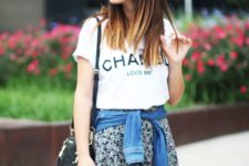 05 floral mini shorts, a Chanel t-shirt and a denim jacket for a relaxed look
