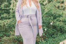 06 a lilac pantsuit, a white top, nude shoes for cool days and transitions from summer to fall