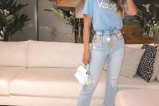 06 blue cropped jeans with a raw edge, a blue logo t-shirt, white heels and a white bag