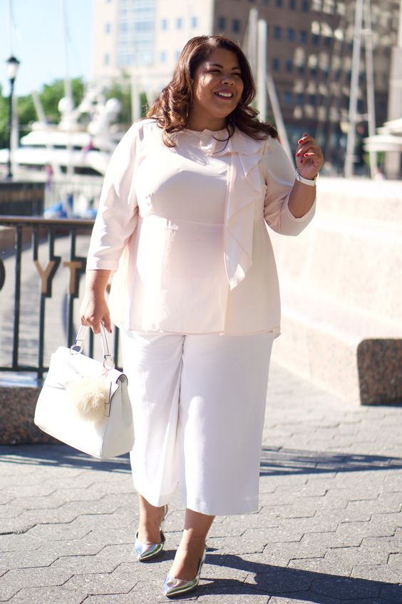 white culottes, a blush blouse, a white bag and metallic shoes for a wow work look