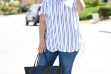 10 blue skinnies, a striped shirt, layered pearl necklaces, sandals and a shopper bag