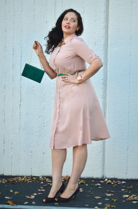 a dusty pink shirtdress, dark shoes, a grene bag and a green belt