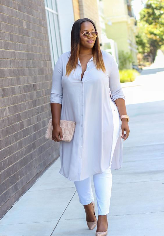 white jeans, an off-white shirtdress, blush heels and a blush clutch to add color