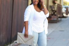14 distressed skinnies, a white top, a white duster, nude shoes and a large clutch