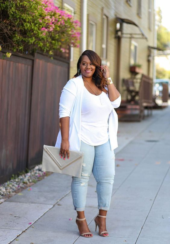 distressed skinnies, a white top, a white duster, nude shoes and a large clutch