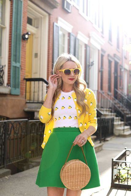 summer look with yellow details