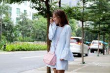 With pale pink bag and gray sneakers