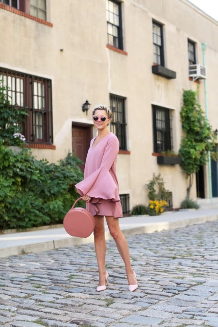 With round bag and classic pumps