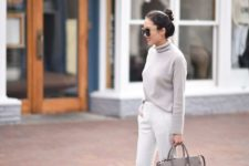 02 a grey turtleneck sweater, white pants, a grey bag and blush heels for a simple fall look