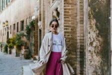 02 a logo t-shirt, fuchsia wideleg pants and flats, a tan trench and a printed bag
