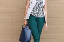 03 a work look for a warm fall day with emerald pants, a printed top, a white waistcoat, navy wedges and a navy bag