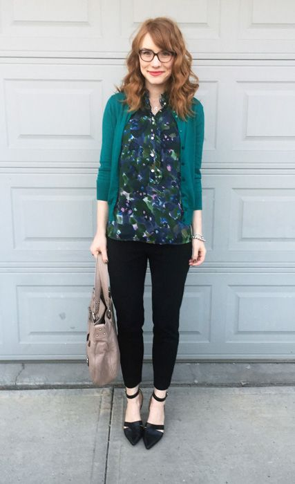 a casual work look with a printed dark shirt, a teal cardigan, blakc pants and shoes