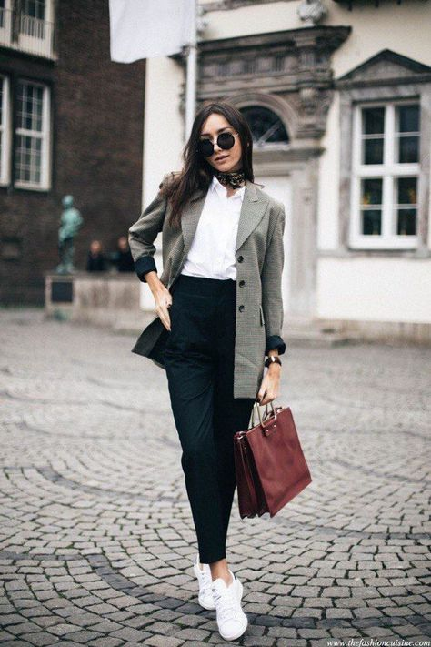 a white shirt, a long grey blazer, white sneakers and a burgundy bag for work
