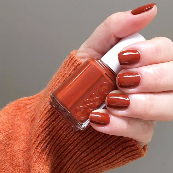rust-colored nails are autumn classics that never goes out of style
