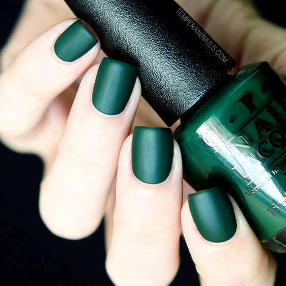 matte emerald nails are ideal for the fall and will make a bright accent