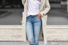 09 a white printed t-shirt, ripped jeans, white sneakers, an off-white cardigan