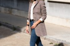 12 a retro look with a long tweed blazer, a white shirt, jeans and flats