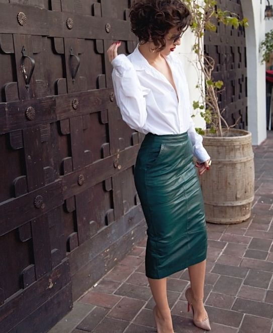 a white shirt, an emerald midi leather skirt with pockets and nude shoes