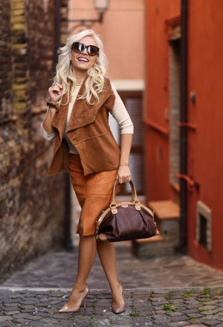 With beige shirt, suede skirt, bag and leather pumps