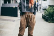 With high-waisted pants, hat and platform shoes