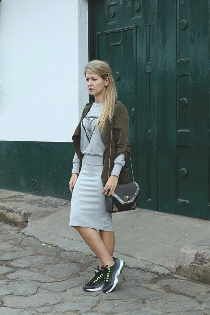 With loose shirt, knee-length skirt and sneakers