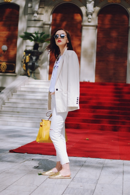With t-shirt, beige blazer, pants and yellow bag