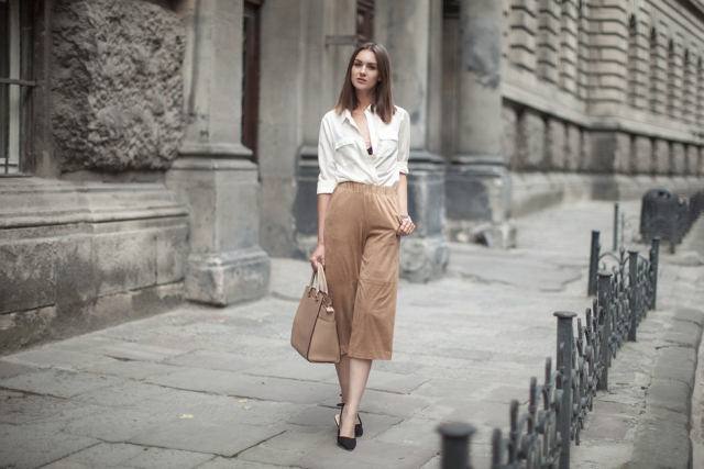 With white shirt, black heels and beige bag