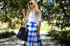 With white shirt, black tote and sunglasses
