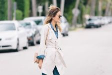 02 a chambray shirt, cropped jeans, a creamy trench and matching sneakers for a comfy feel