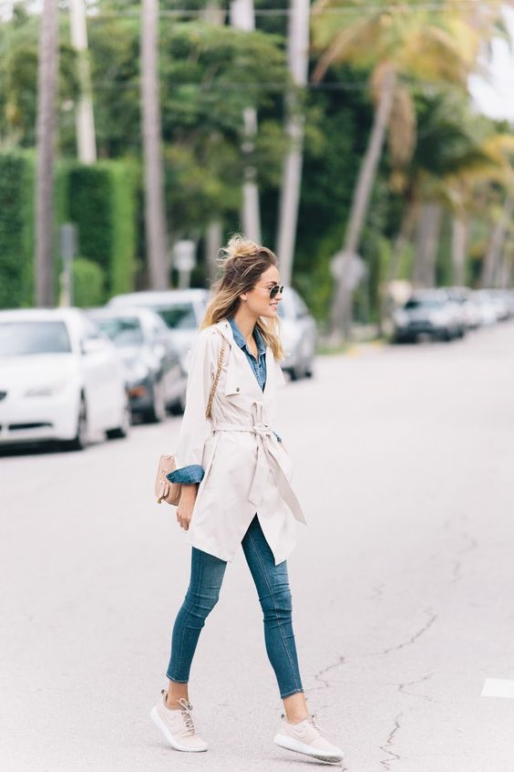 a chambray shirt, cropped jeans, a creamy trench and matching sneakers for a comfy feel