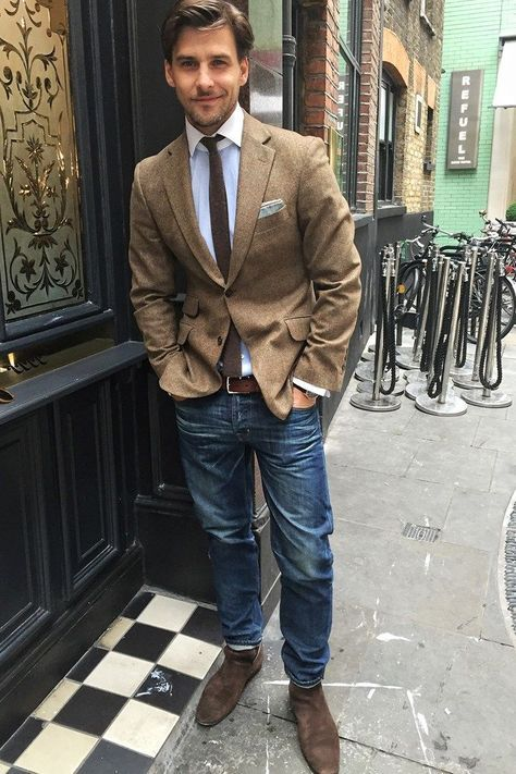 blue jeans, a white shirt, a beige blazer, a brown tie and brown boots for the fall