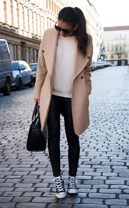 black denim, a creamy sweater, a camel coat, black sneakers and a bag for a casual feel