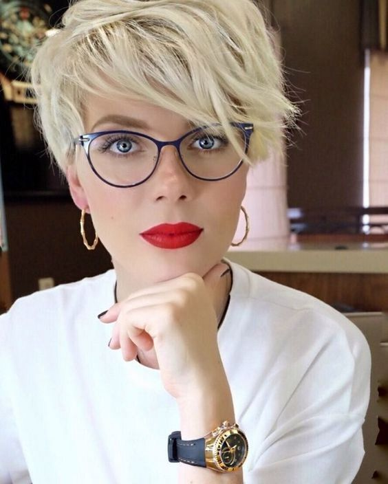a shaggy pixie haircut is a great way to refresh your look, add a texture and you are cool