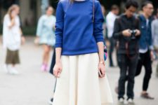 08 a blue sweatshirt, a creamy midi skirt, bright pink heels for a bright look