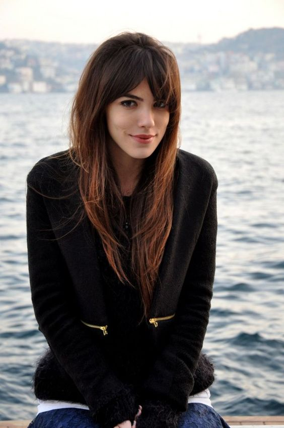 a long textural haircut with shaggy bangs and cascades for an effortlessly chic look