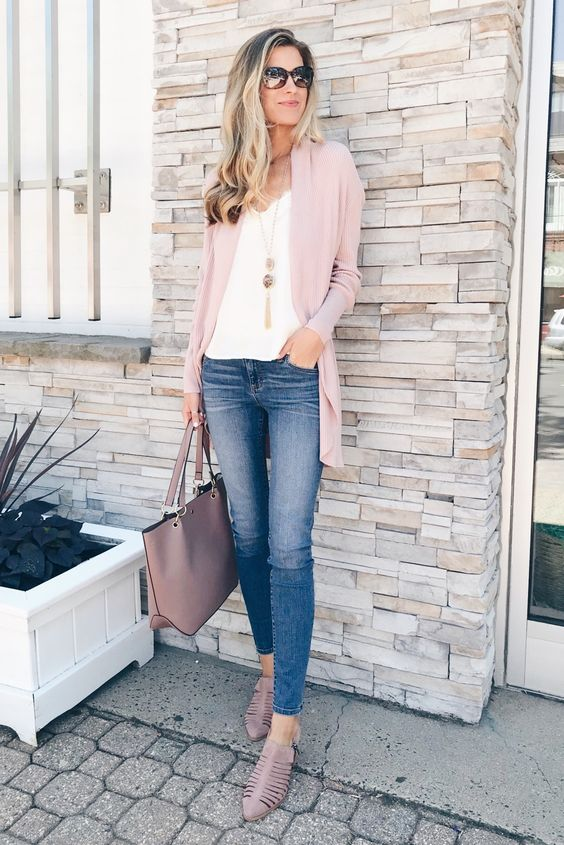 blue skinnies, a white top, a blush cardigan and shoes plus a matching bag