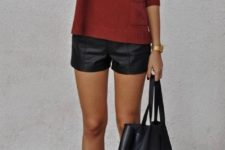 11 a simple look with black pumps, leather shorts and a bag and a burgundy sweater
