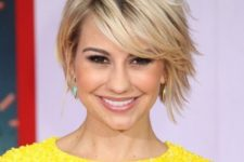 15 a trendy short layered haircut with a dark root for a chic and catchy look