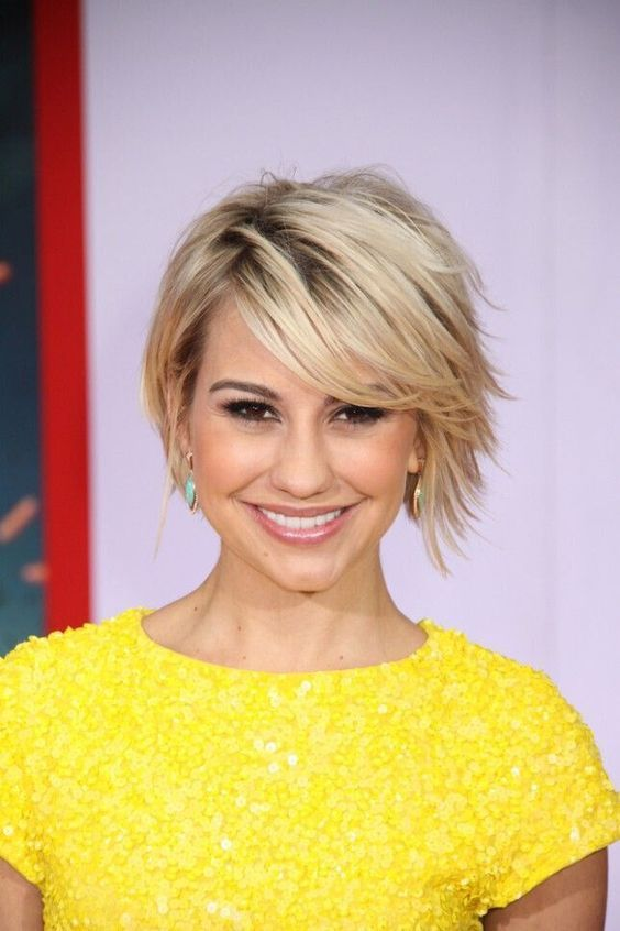 a trendy short layered haircut with a dark root for a chic and catchy look