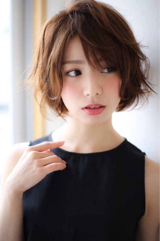 16a short shaggy bob with layers and side bangs looks very textural and dimensional
