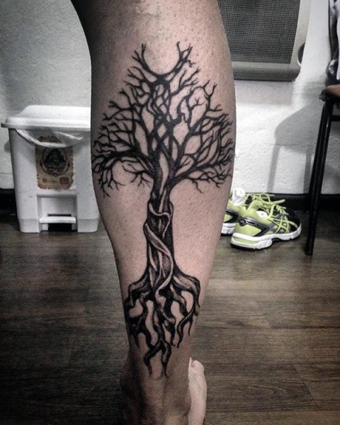 Gorgeous tattoo on the leg
