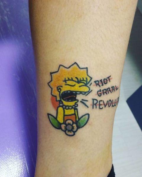 Lisa Simpson tattoo on the leg