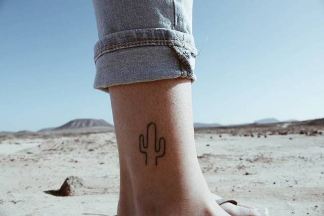 Simple tattoo on the leg