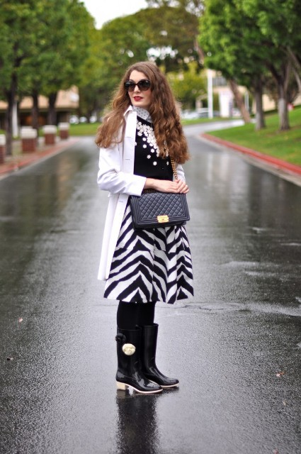 With polka dot shirt, sweatshirt, white coat, black high boots and chain strap bag