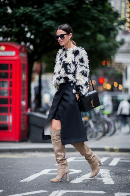 With printed sweater, beige high boots and black bag
