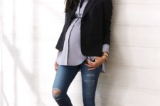 ripped jeans maternity look